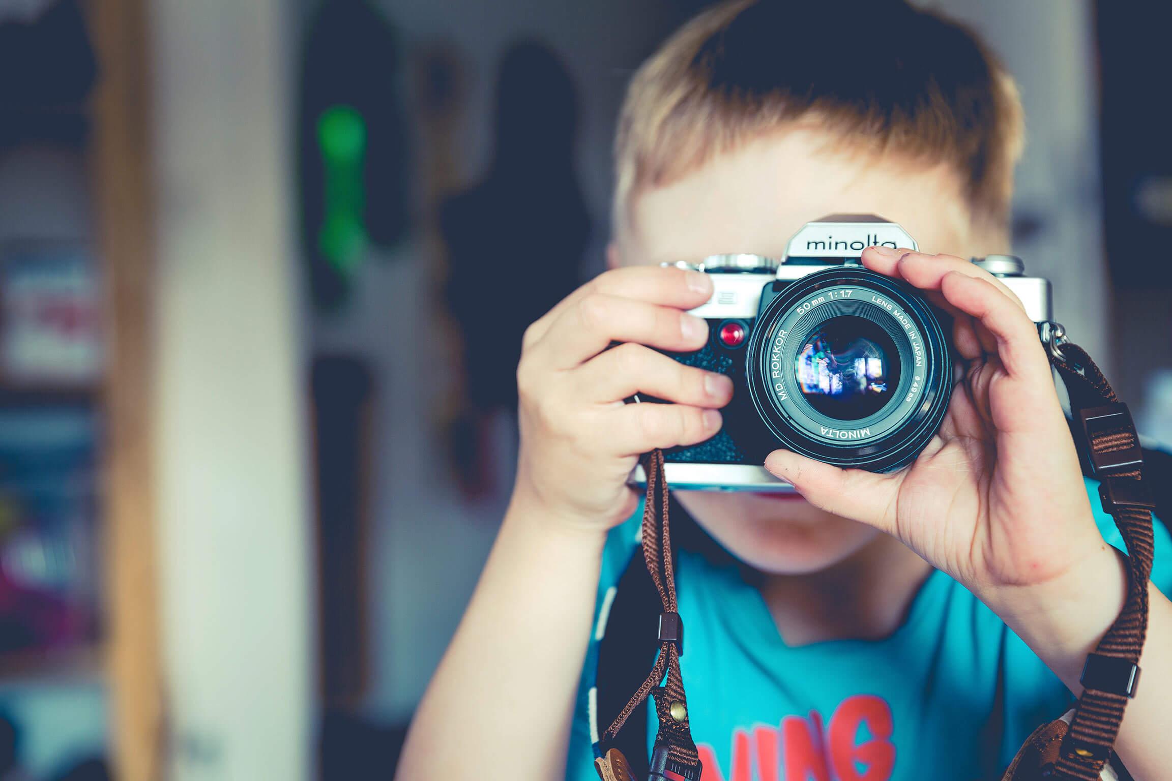 garçon photo - recherche super babysitter la Réunion